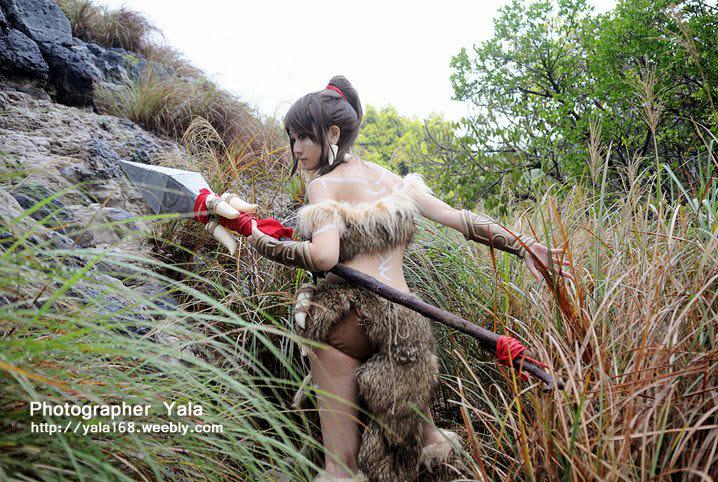 Thợ săn Nidalee khoe dáng giữa rừng vắng - Ảnh 3