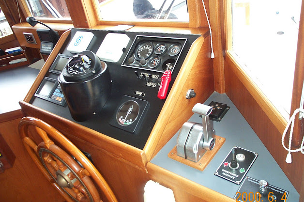 Pilothouse-Controls~01.jpg