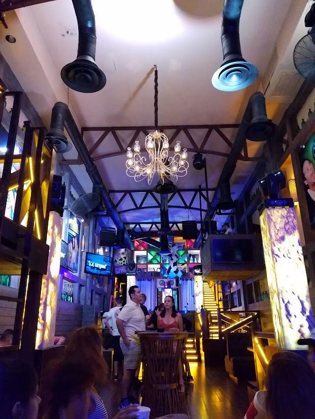 La Vaquita Malecon Bar