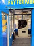 Auch so etwas ist typisch für die USA: Klimaanlage in einem permanent (!) geöffneten Kassenhäuschen (!)