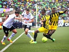 As Vita club de la RDC (jaune) contre l'Entente sportive de Sétif d'Algérie (blanche) le 26/10/2014 au stade Tata Raphaël de Kinshasa lors de la finale aller de la Ligue de champions de la Caf, score nul : 2-2. Radio Okapi/ Ph. John Bompengo