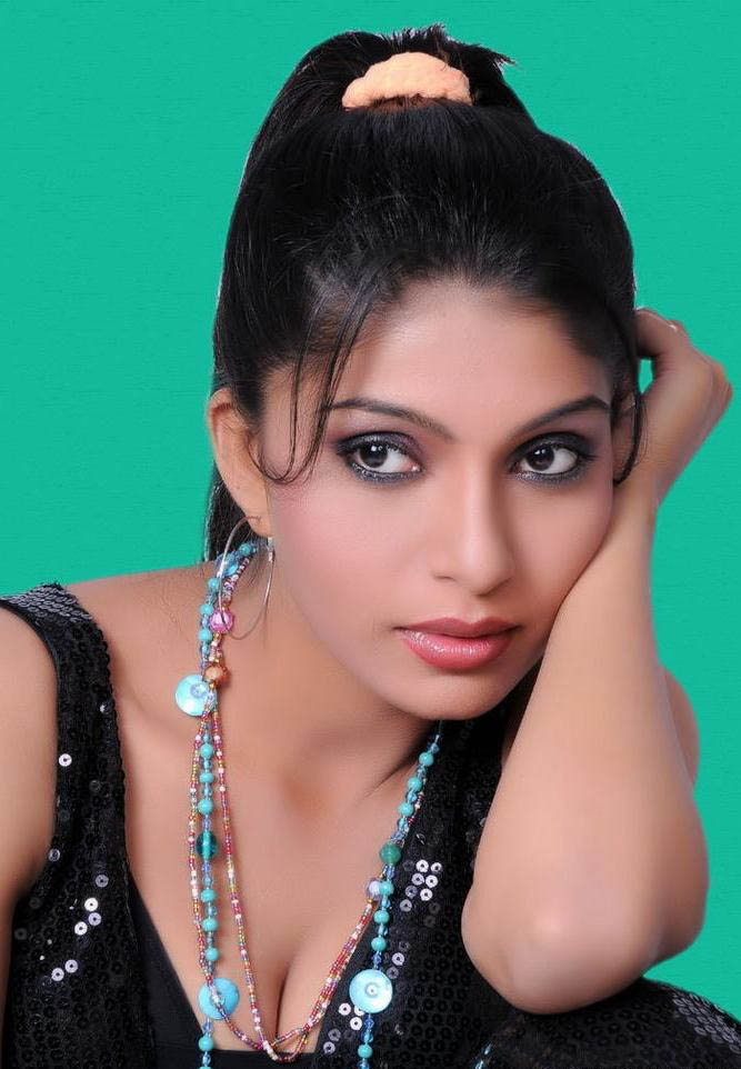 Pooja Bose Hot Sexy Saree ~ SOUTH INDIAN ACTRESSES