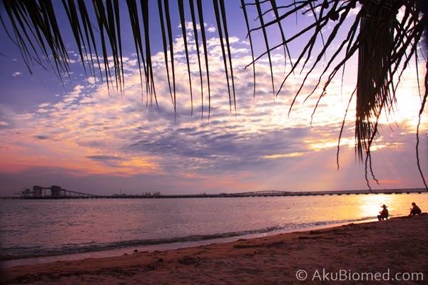 golden hour pantai puteri