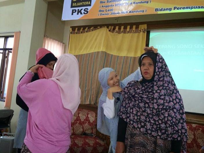 Peragaan berbusana hijab #HariIbu Dapil 2