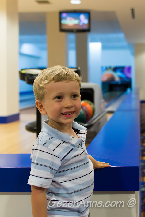 Xanadu otelde bowling oynarken