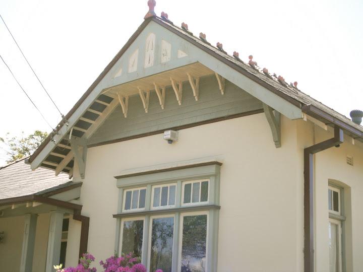 House gable decorations