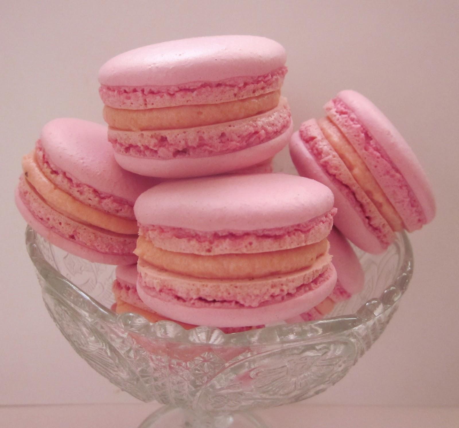 Cupcakesfluffan  Macarons med jordgubbsfyllning 2ca99f78fa2d4