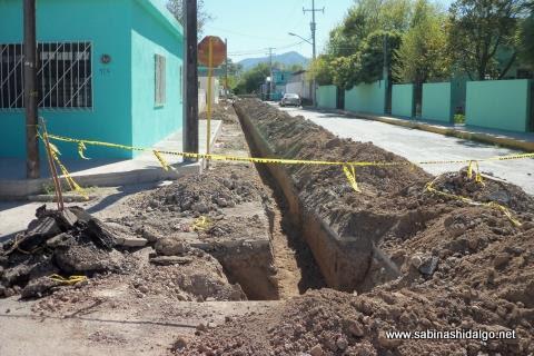 Reemplazo de tubería de agua en colonia Pablo de los Santos