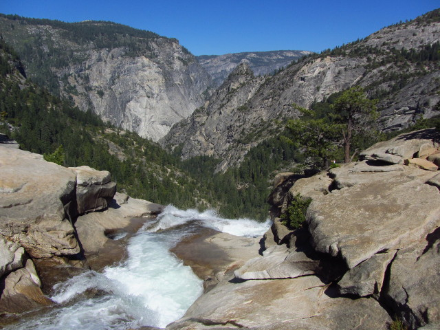 water flowing out over the cliff at Nevada Fall