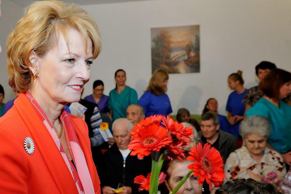 Principesa Margareta a împărțit flori de Ziua Internațională a Persoanelor Vârstnice. Programul Niciodată Singur, exstins la Ploiești și Constanța
