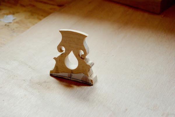 Une vielle a roue page 4 lutherie amateur - Fabriquer un chevalet pour couper du bois ...