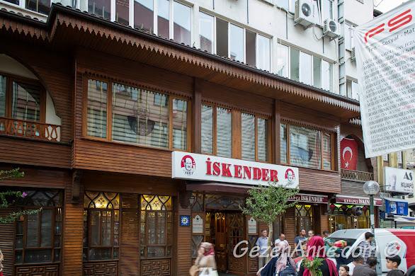 Bursa Heykel'de Ünlü Sokaktaki tarihi Kebapçı İskender