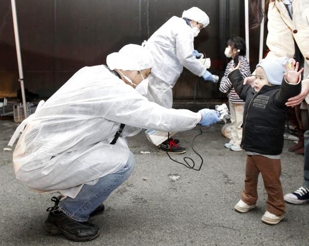 Controlla la radioattività a Tokio. Clicca sul contatore geiger.