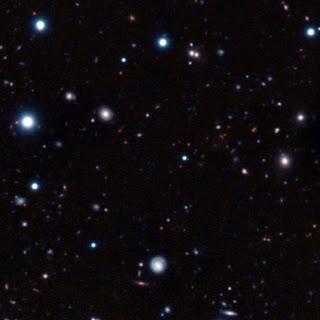 Imagen del cúmulo CL J1449+0856, creada a partir de exposiciones de muy larga duración tomadas con el Very Large Telescope y el telescopio Subaru