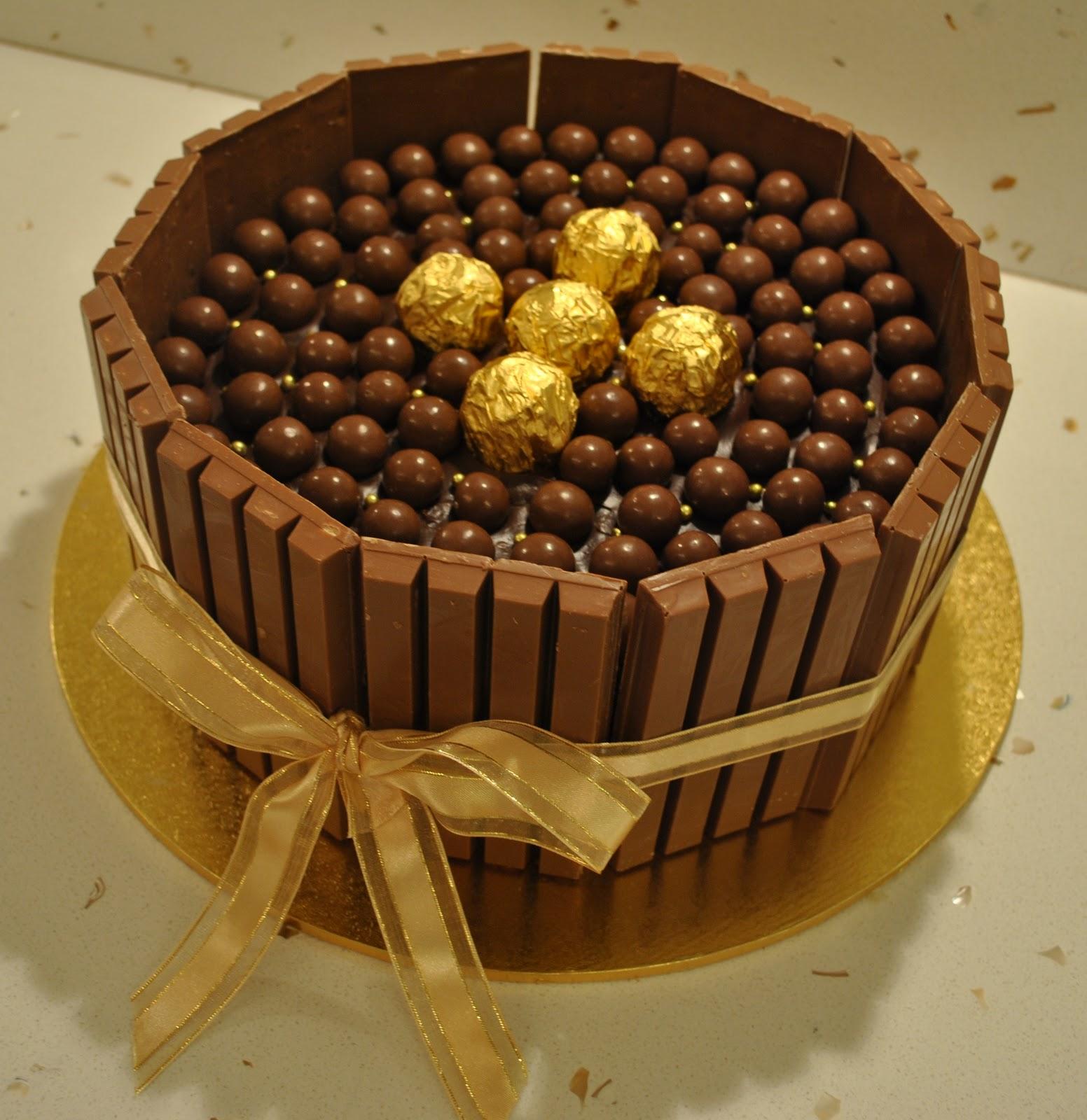 Chocolate Cake With Kitkat Border