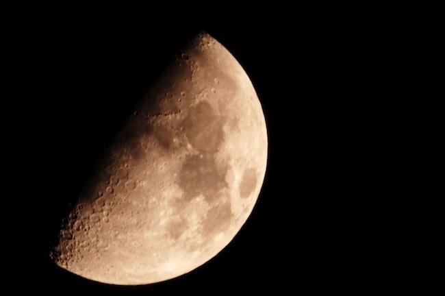 La luna con WB de nubes (anarajada)
