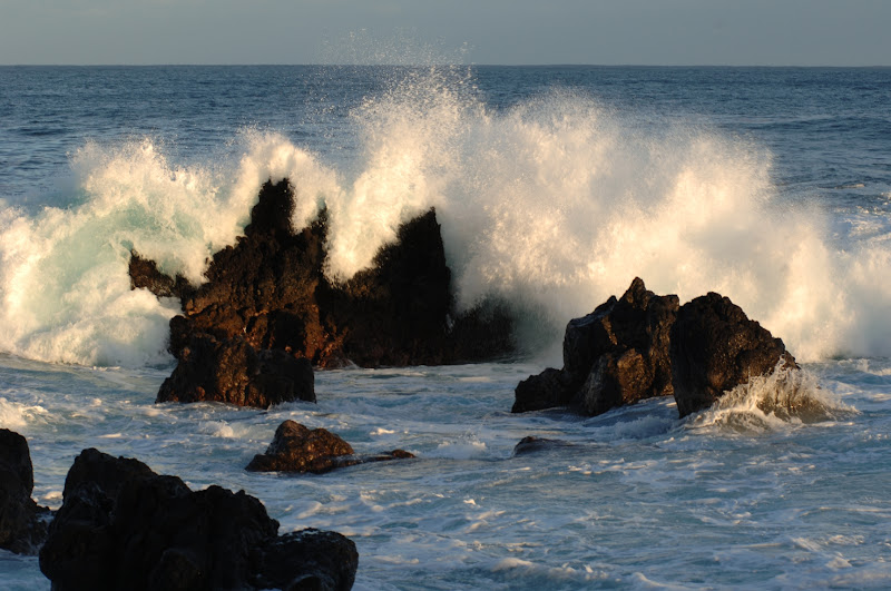 Waves at Laupahoehoe Point