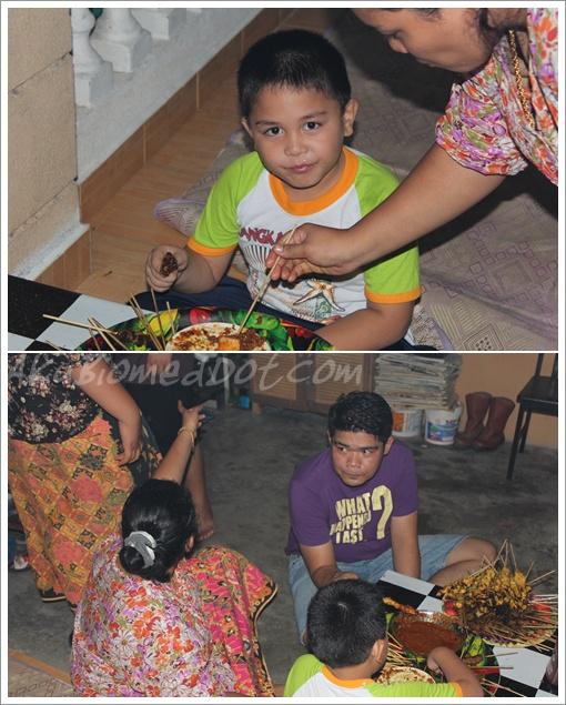 Abang Koning makan mengadap makan Satay
