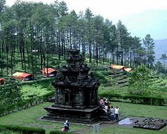 Candi Gedong Songo adalah candi yang terletak di daerah Ungaran Kabupaten semarang