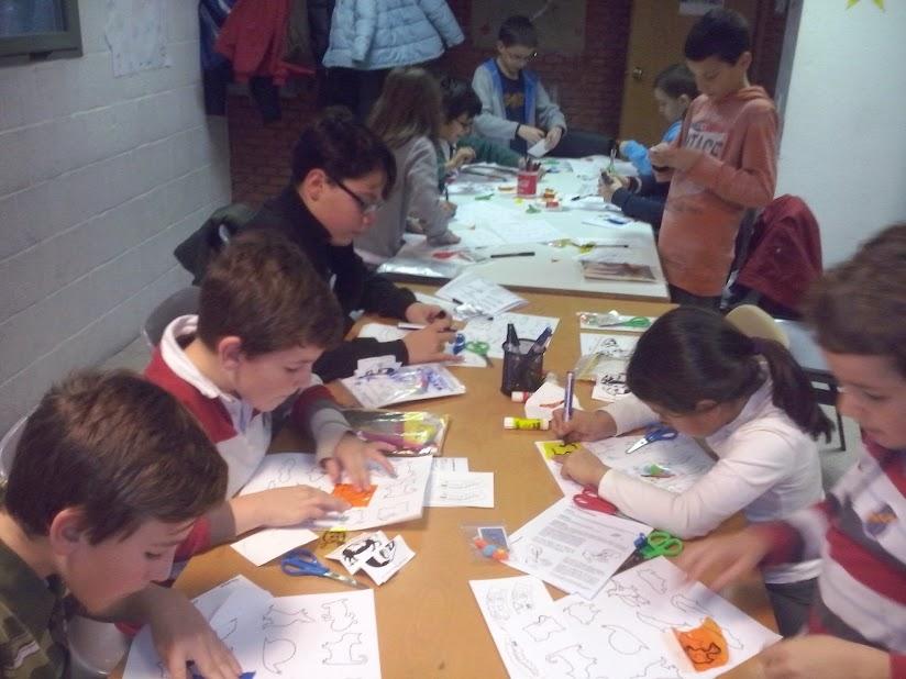 niños aprendiendo magia