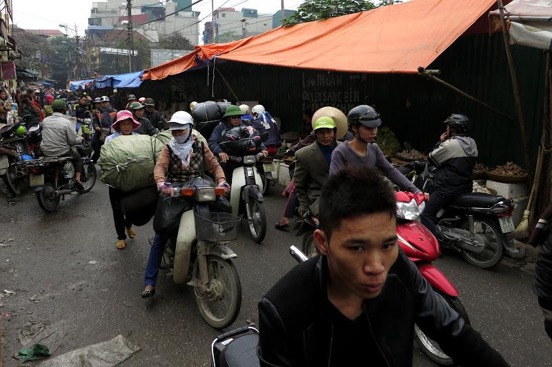 Street near Dong Xuan market