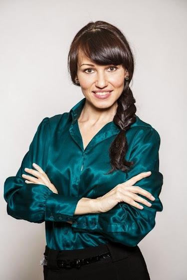 актриса брюнетка