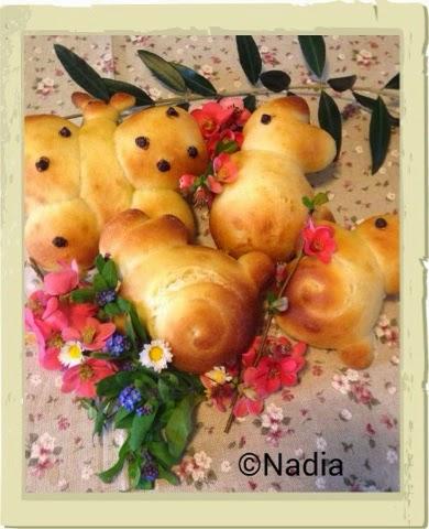 buona pasqua con dolci animaletti di pan brioche