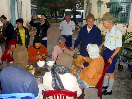 GĐPT Đà Nẵng tặng quà Từ Thiện Xã Hội và Văn Nghệ Ủy Lạo nhân dịp Tết DL 2015