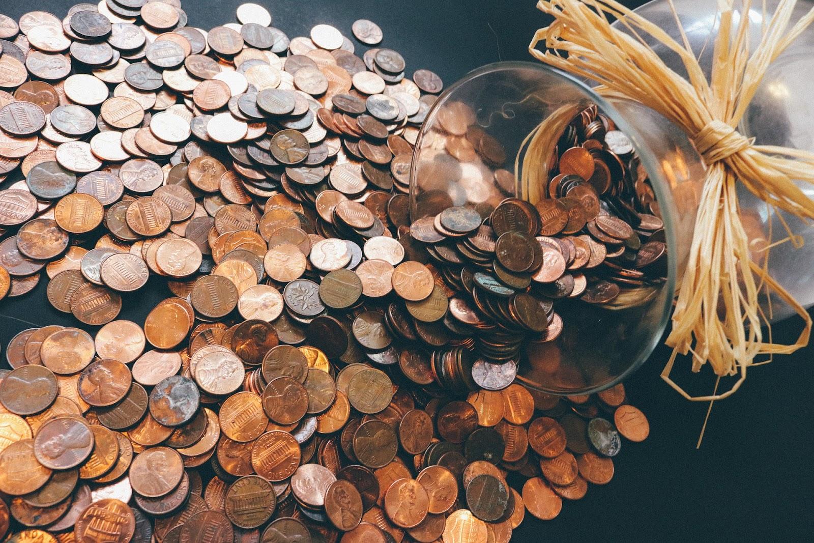 מטבעות כסף נשפכות מצינצנת