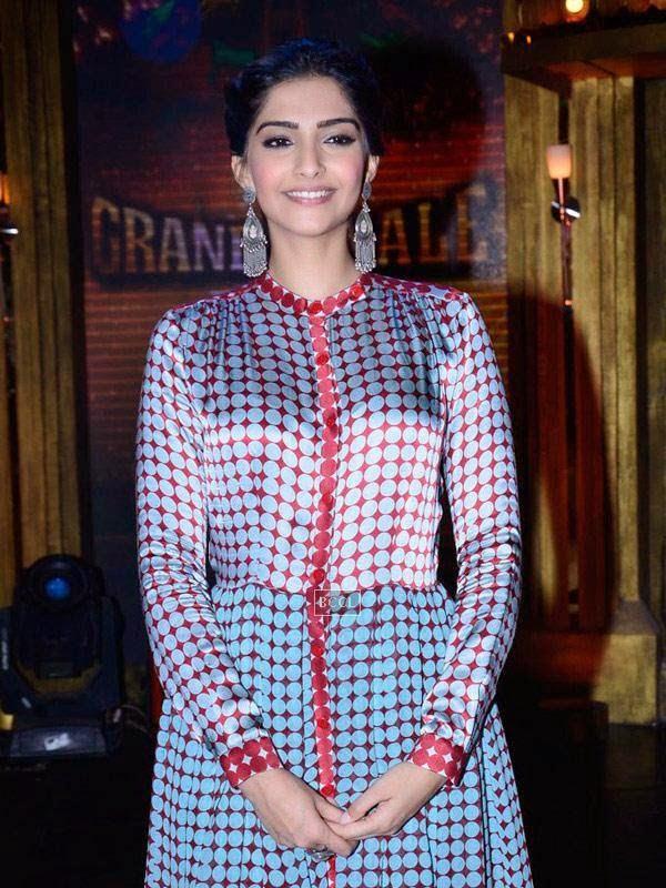 Sonam Kapoor on the sets of Entertainment Ke Liye Kuch Bhi Karega, in Mumbai. (Pic: Viral Bhayani)