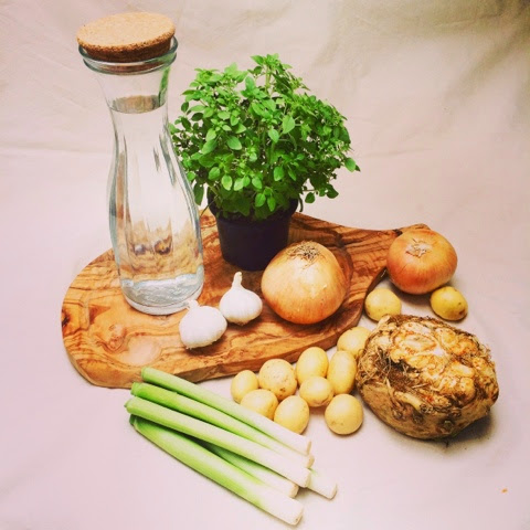 Ingredients for Creamy roasted garlic and potatoe soup