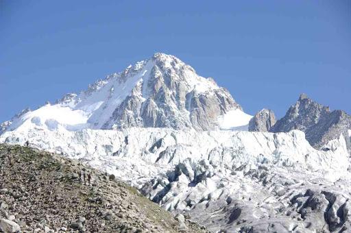 L'aiguille du Chardonnet et le glacier du Tour