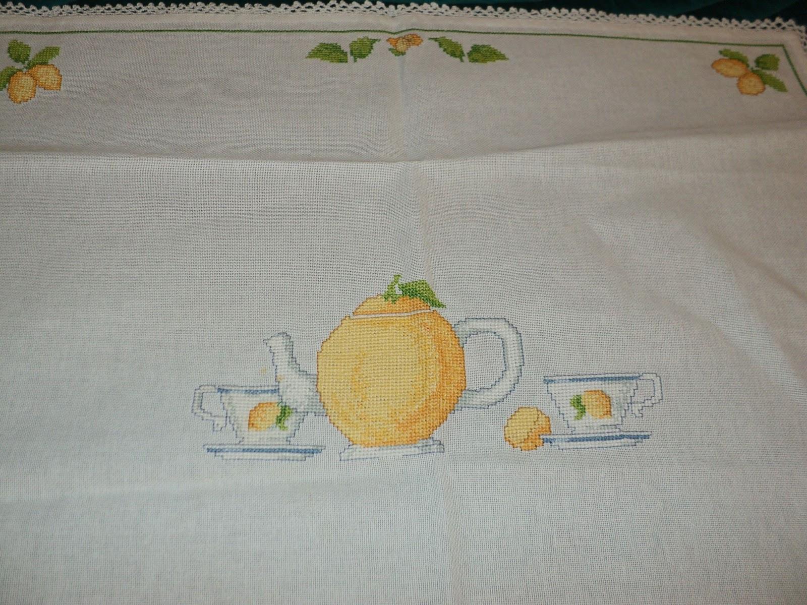 Super Creando Ricamando: Tovaglietta per colazione. Tema limoni. LP24