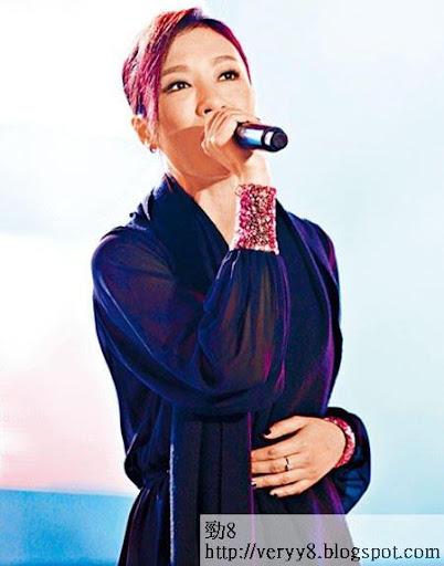 楊怡擔任壓軸嘉賓,獻唱兩首歌,令台下觀眾情緒高漲。