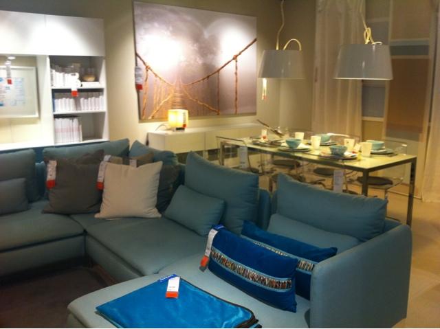 Ideias do ikea para decora o de salas em branco ou azul for Sala de estar ikea