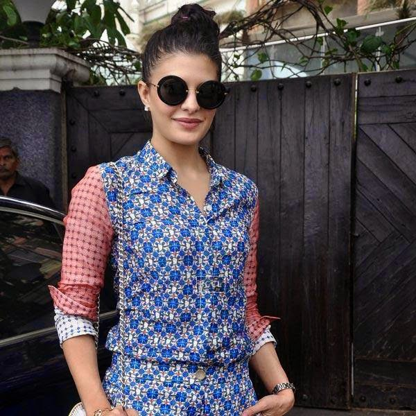 Jacqueline Fernandez snapped in Andheri, Mumbai, on July 20, 2014.(Pic: Viral Bhayani)
