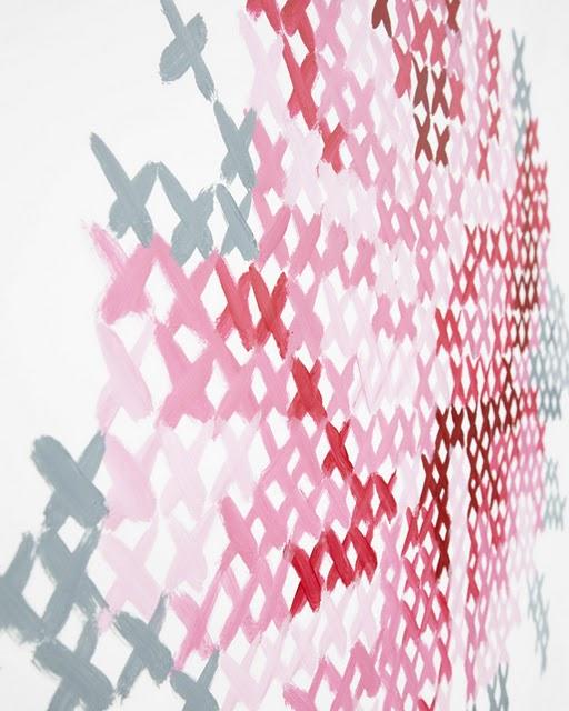 bordado ponto cruz pintado na parede. Blog Achados de Decoração