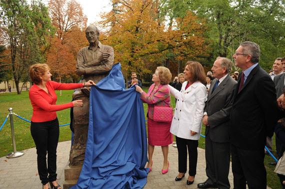 Inaugurado el monumento a Mingote en el Parque de El Retiro