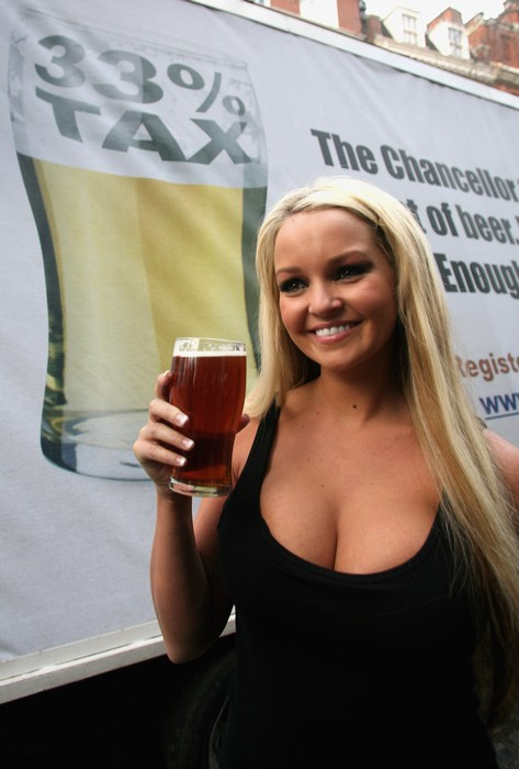 Jennifer Ellison Supports Beer And Pubs Campaign(celebrities-8photos)8