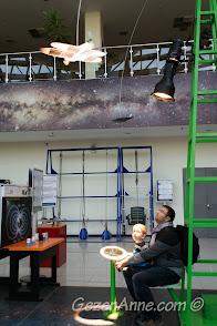 bilim merkezinde ışıkla uçak çalıştırırken, Gaziantep