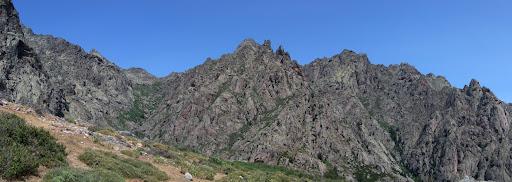 La vallée du Terrivolu encadrée par les aiguilles de Rundinaia et d'Upulasca