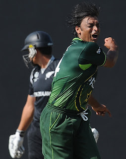 Shoaib Akhtar frustrates after Kamran Akmal dropped Ross Taylor catch, New Zealand v Pakistan, Group A, World Cup, Pallekele, March 8, 2011