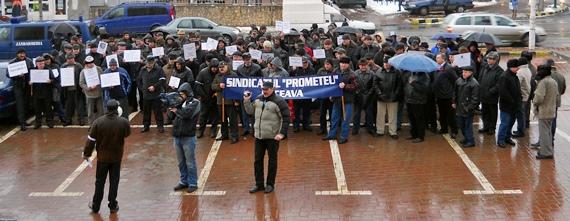 [FOTO] Sindicaliştii din Termica au protestat în faţa Primăriei Suceava - luni, 23 ianuarie 2012