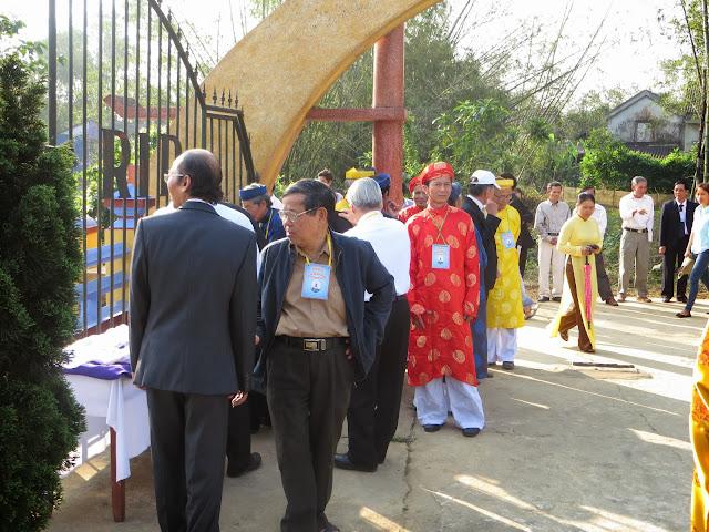 Hình ảnh Thánh Lễ Tảo mộ Khai Canh Khai Khẩn làng Dương Sơn Sáng Mọng tám tháng một năm Giáp Ngọ