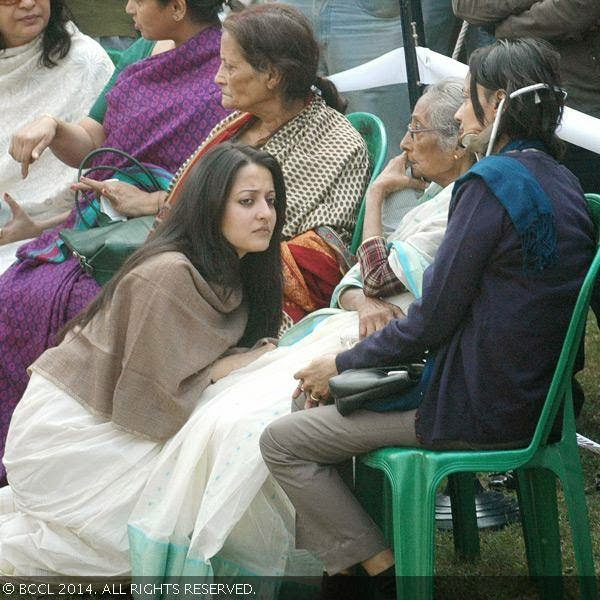 Raima Sen, daughter of Moon Moon Sen, mourns during the funeral of her grandmother Suchitra Sen, in Kolkata.