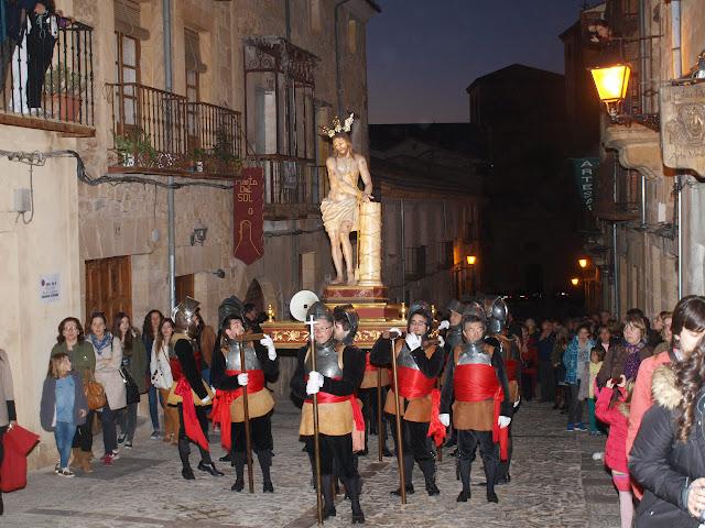 Una pausa en la procesión de subida del paso de Cristo a la Columna a la parroquia de San Vicente