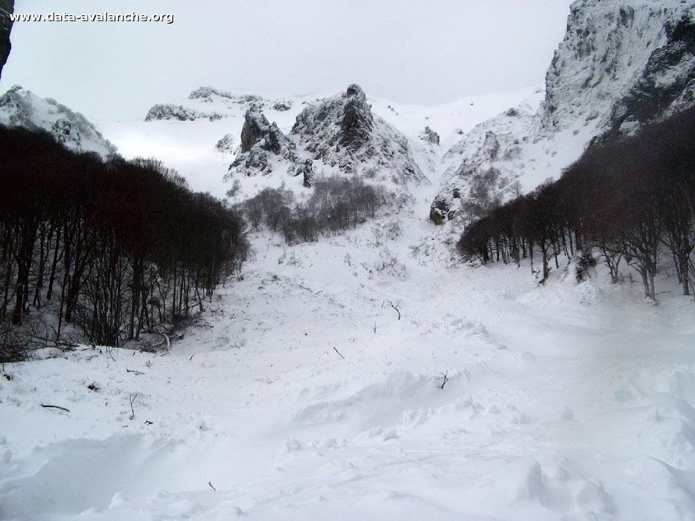 Avalanche Massif Central, secteur Puy de Sancy, Val d'Enfer - Photo 1 - © Service des pistes Le Mont Dore
