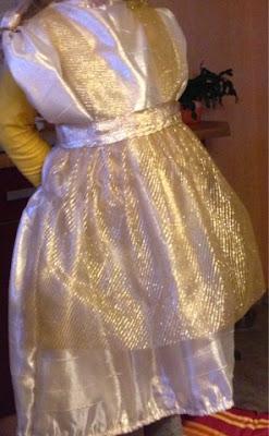 Selbstgenähtest Faschingskostürm Goldmarie aus Frau Holle