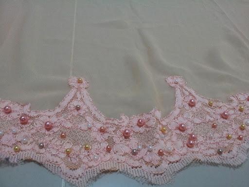... jahit pearls atas chiffon tanpa lace kat area antara 'scallop' lace tu