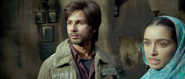 Screen Shot Of Hindi Movie Haider (2014) Download And Watch Online Free at Alldownloads4u.Com